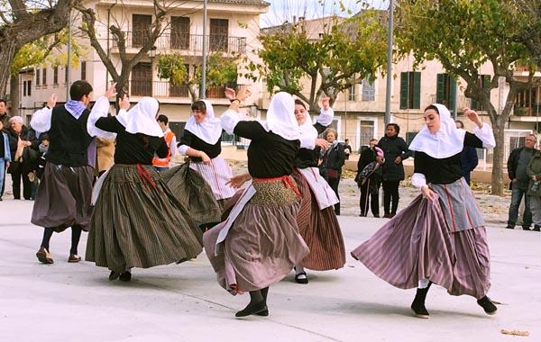 マヨルカ島伝統のダンス「バイ・ダ・ボット」