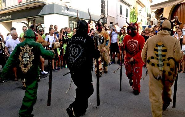 マヨルカ島伝統の祭りデーモン